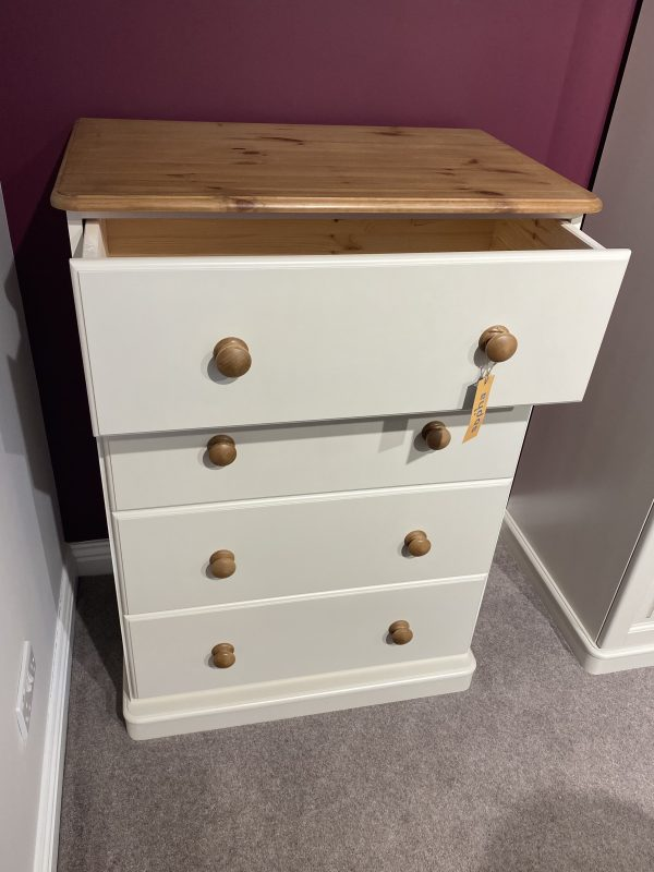 cinnamon 4 drawer jumbo chest of drawers painted in trevi with natural top