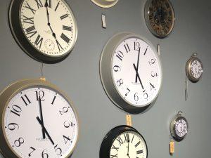 sopha clock wall