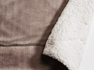 sherpa throw taupe 152x177cm