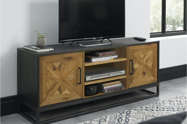 Tarragon Entertainment Unit with Doors - Roomset