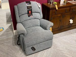 Albany Small Dual Motor Riser Recliner in Tuscany Glacier