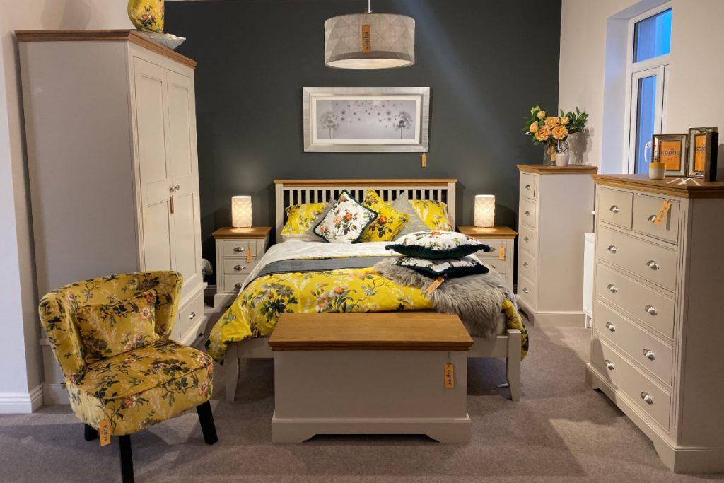 Sopha Pantone 2021 Elderflower Bedroom Range