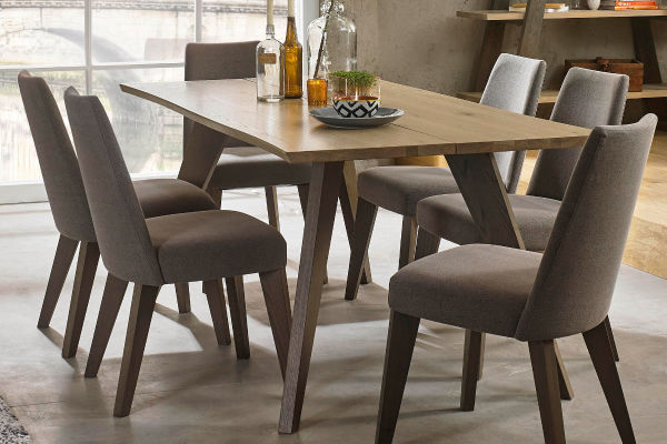 Sopha Pepper aged oak 6 seater dining table display