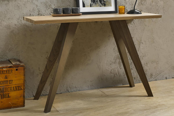 Sopha Pepper aged oak console table display